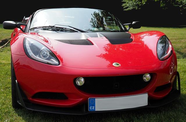 červený automobil