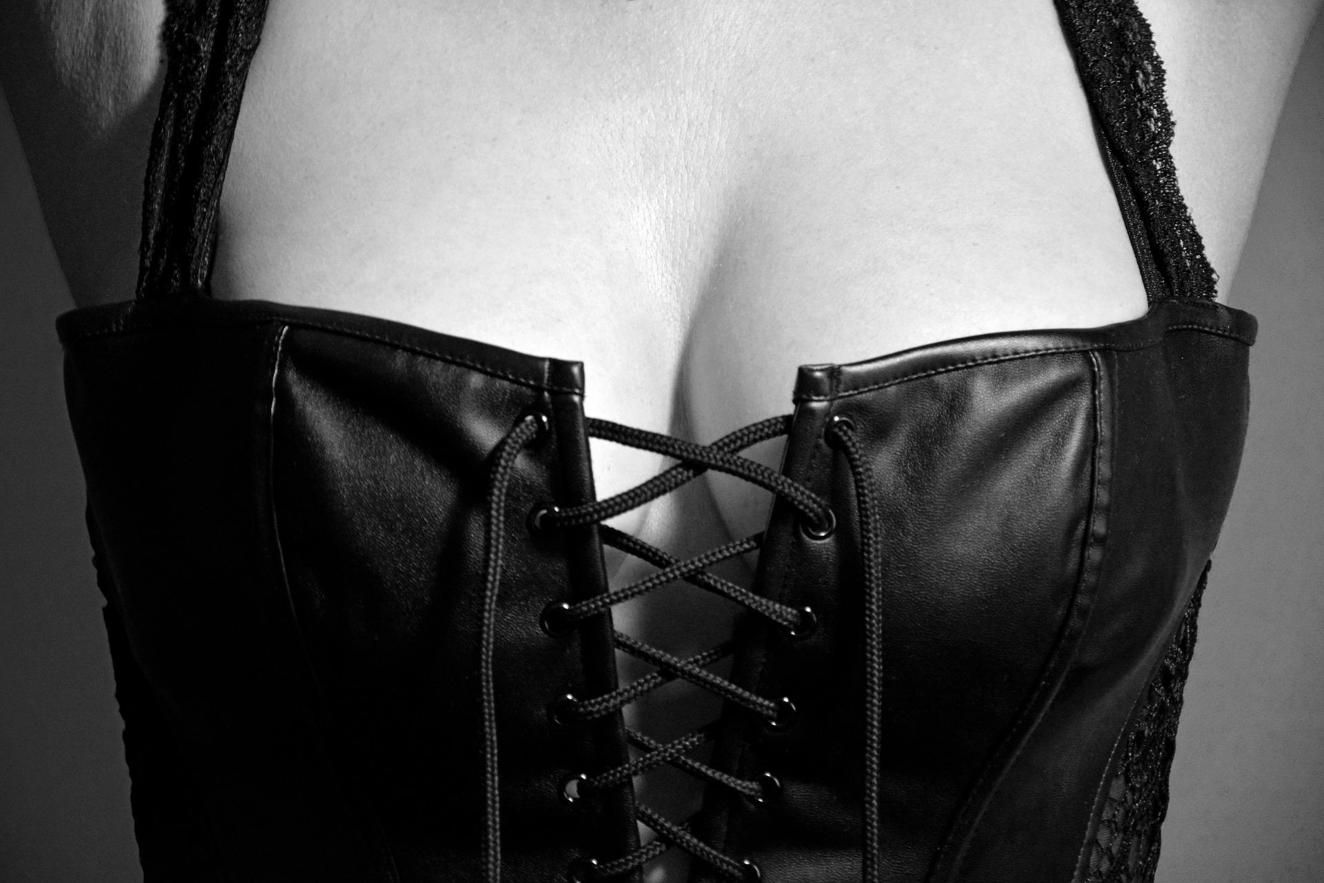 lingerie-2282678_1920
